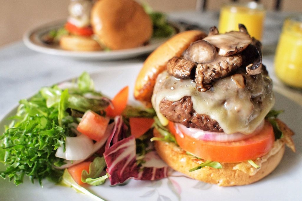 Gourmet_cheeseburgers_for_brunch